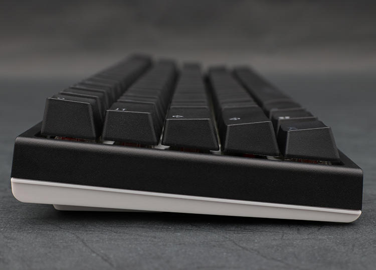 The new bezel design shares a similar sleek frame as its predecessor, but the One 2 SF incorporates dual colors on the bezel to match all varieties of keycap colorways