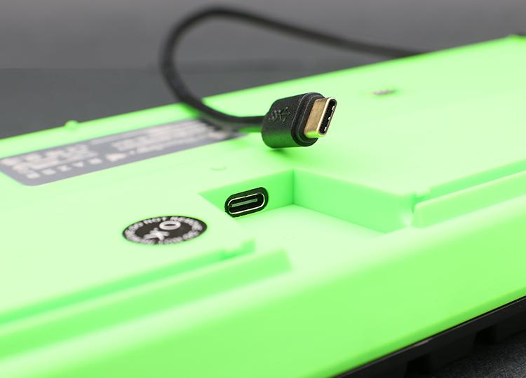 接線分離設計,可以選擇喜愛的線材使用。介面採用USB Type-C介面支援正反插,使用更加方便。採用USB HID協定中最高頻率的1000Hz傳遞訊號,即每1ms就能傳遞訊號給電腦端。