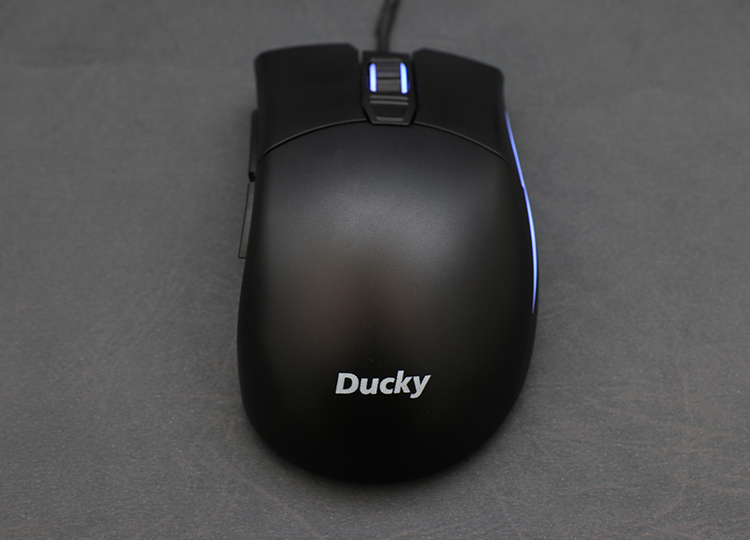Ducky Secret is made of PBT material; this not only makes it more durable it also gives a more sedate feeling, along with the special flower bite pattern on the surface to enhance the overall grip.