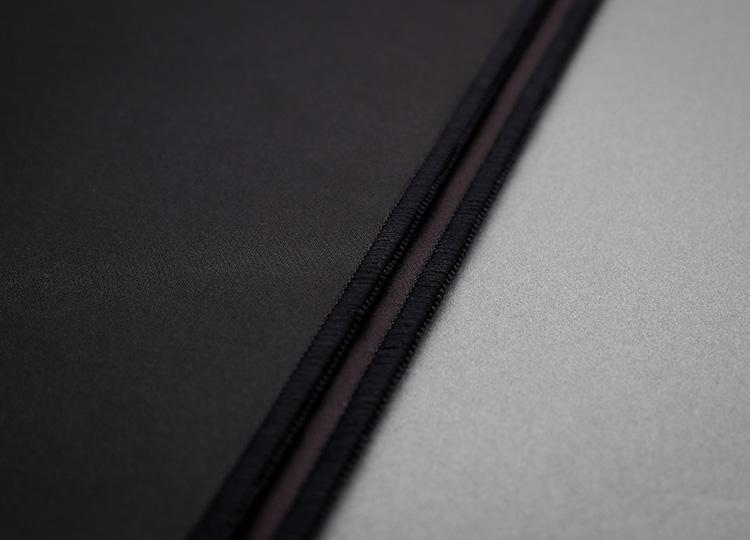 利用多條線彼此交織纏繞,將布料邊緣緊緊固定,讓布料不會鬚邊。