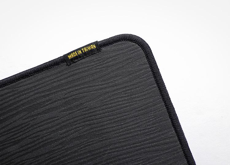 橡膠基底增強抓地,防止鍵鼠墊滑動